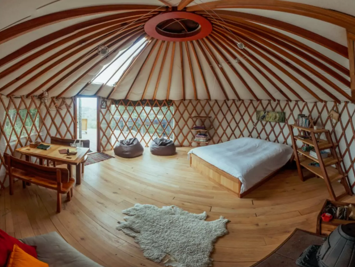 A cosy yurt with outdoor shower in Motueka Valley
