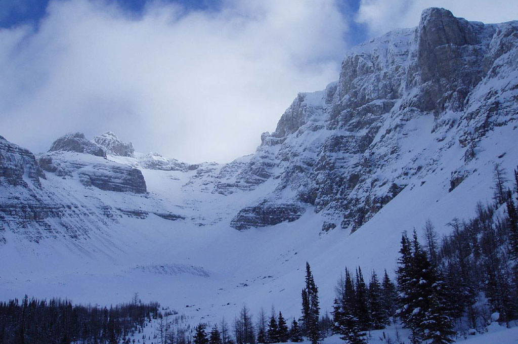 Natural mountain amphitheatre covered in snow in Banff, Canada